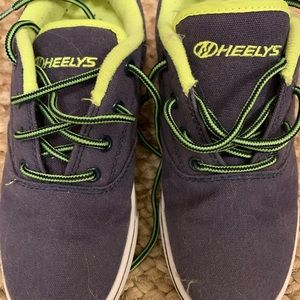 Heely's shoes, Youth size 4